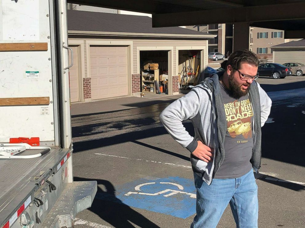 PHOTO: George Jankowski, a furloughed U.S. Department of Agriculture worker, helps a friend move out of an apartment in Cheyenne, Wyo., Jan. 14, 2019.