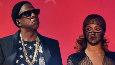 """PHOTO: Jay Z, left, and Beyonce, right, perform during the """"On The Run Tour"""" on Aug. 2, 2014 in Pasadena, Calif."""