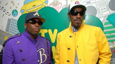 """PHOTO: In this file photo, Outkasts Big Boi, left, and Andre 3000, right, visit MTVs """"TRL"""" on Aug. 22, 2006 in New York City."""