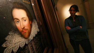 PHOTO: An employee of The Shakespeare Birthplace Trust views a portrait of William Shakespeare