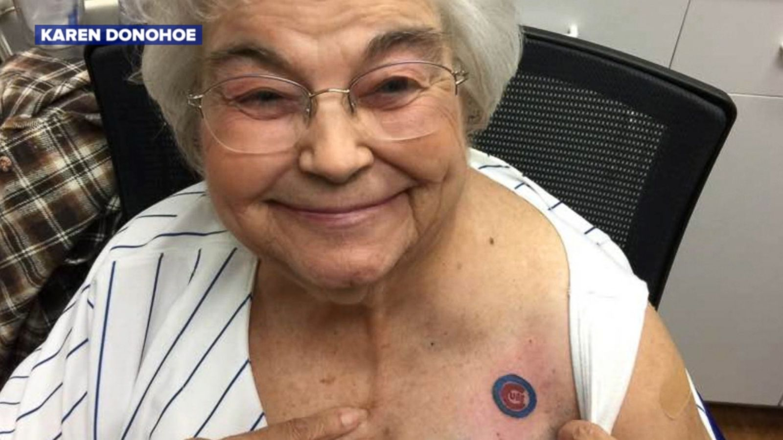 c850da41f 82-Year-Old Cubs Fan Gets Team Tattoo With Daughter and Grandson - ABC News