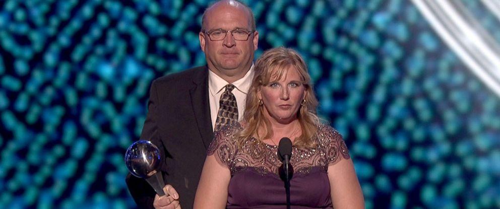 PHOTO: The parents of Lauren Hill accept an Espy award on her behalf.