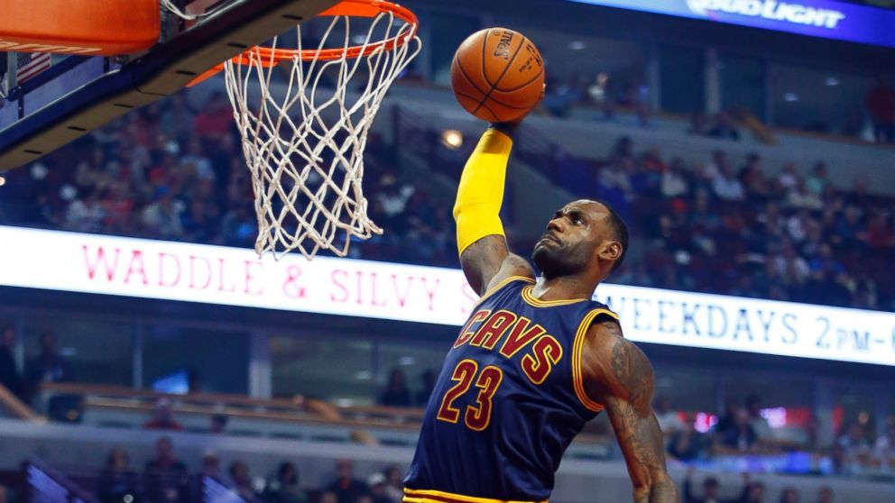 https://s.abcnews.com/images/Sports/AP_LeBron_James_Dunking_MEM_160927_16x9_992.jpg