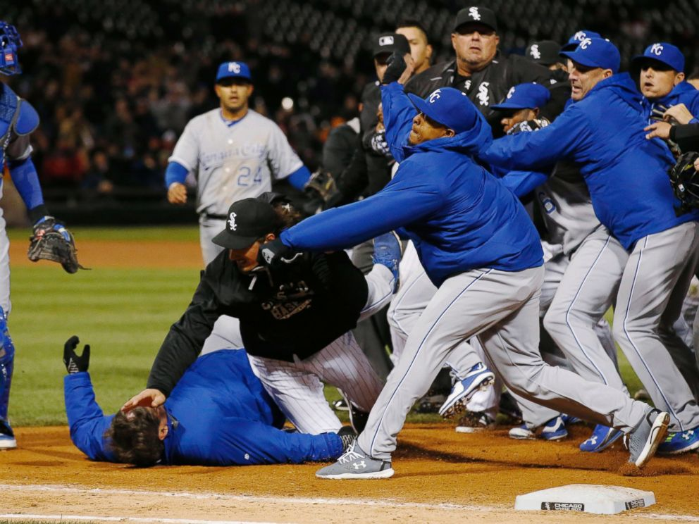 PHOTO: Chicago White Soxs Jeff Samardzija, center, tussles with Kansas City Royals players during the seventh inning of a baseball game, April 23, 2015, in Chicago.