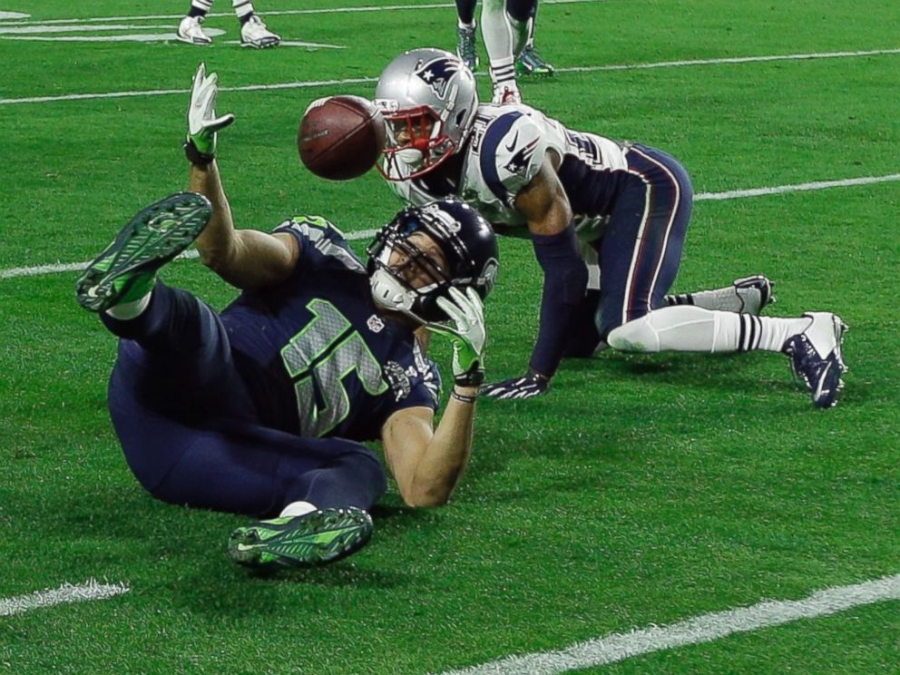 PHOTO: Seattle Seahawks wide receiver Jermaine Kearse makes a catch during the second half of NFL Super Bowl XLIX football game against the New England Patriots, Feb. 1, 2015, in Glendale, Ariz.