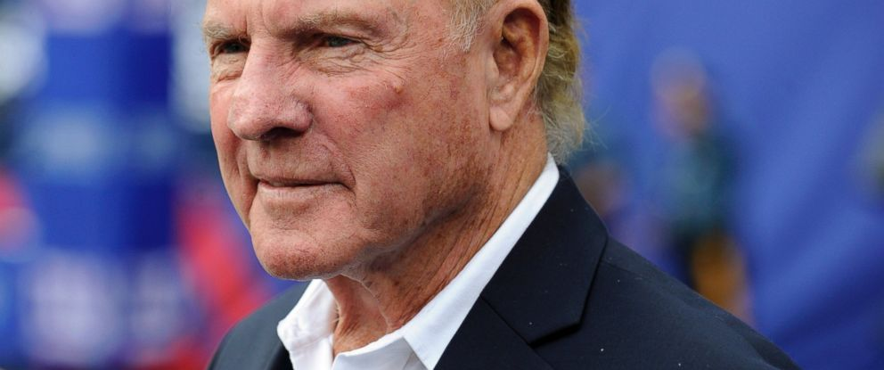PHOTO: Former New York Giants player Frank Gifford looks on before an NFL football game between the New York Giants and the Denver Broncos in East Rutherford, N.J., Sept. 15, 2013.
