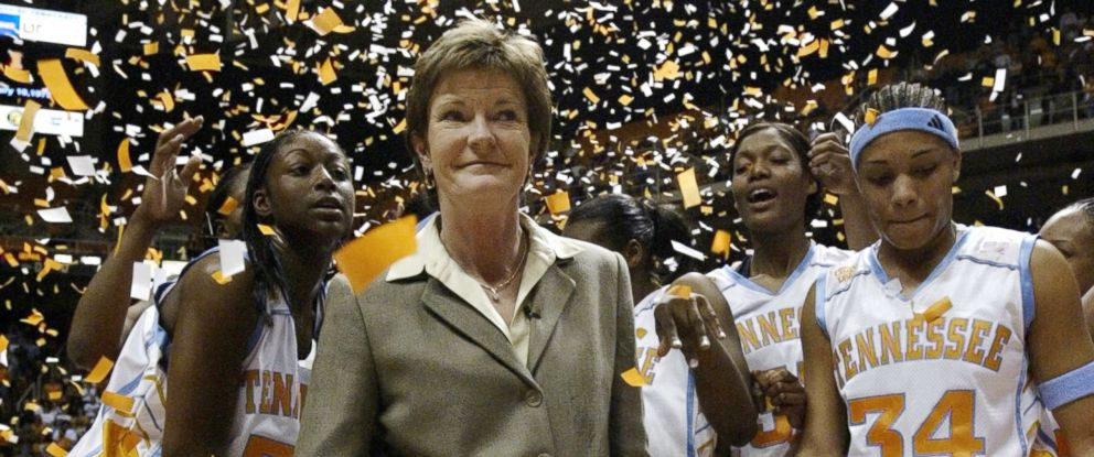 PHOTO: In this Jan. 14, 2003, file photo, Tennessee head coach Pat Summitt, center, smiles as she stands with her team after defeating DePaul, 76-57, to get her 800th career win, in Knoxville, Tenn.