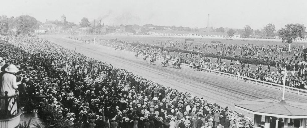 "PHOTO: ""Movich"" leads the pack at the 1922 Kentucky Derby."