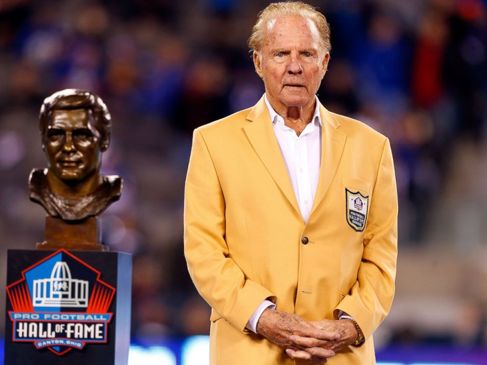 PHOTO: Hall of Famer Frank Gifford looks on during a halftime ceremony of a game between the New York Giants and the Indianapolis Colts at MetLife Stadium in East Rutherford, N.J., Nov. 3, 2014.