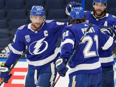 Stamkos has goal, 2 assists as Lightning beat Blackhawks 5-1