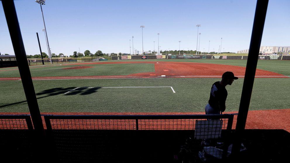 Baseball players say talks futile, tell MLB to order return thumbnail