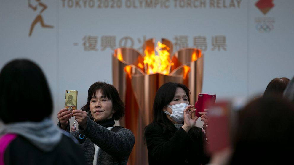 Tokyo Olympic flame diambil dari tampilan; berhenti berikutnya tidak jelas