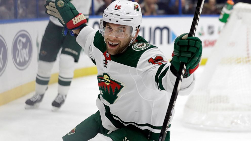 Zuccarello Leads Streaking Wild To 5 4 Win Over Lightning Abc News