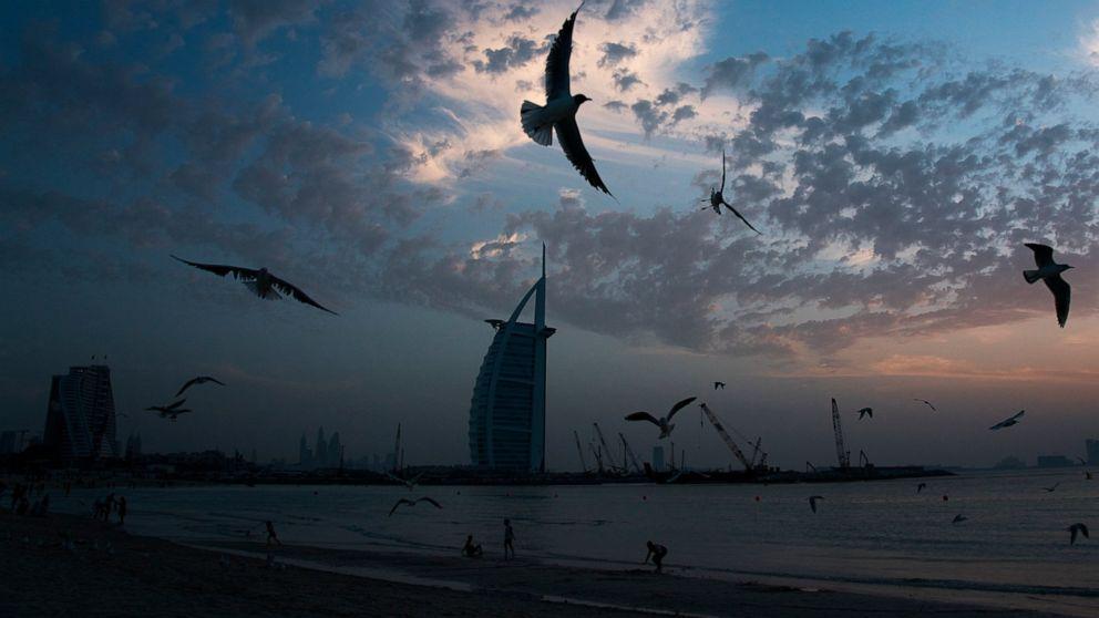 Travel hub ηνωμένα αραβικά ΕΜΙΡΆΤΑ για να σταματήσει τις πτήσεις, όπως ο ιός να φτάσει στη Γάζα, Συρία