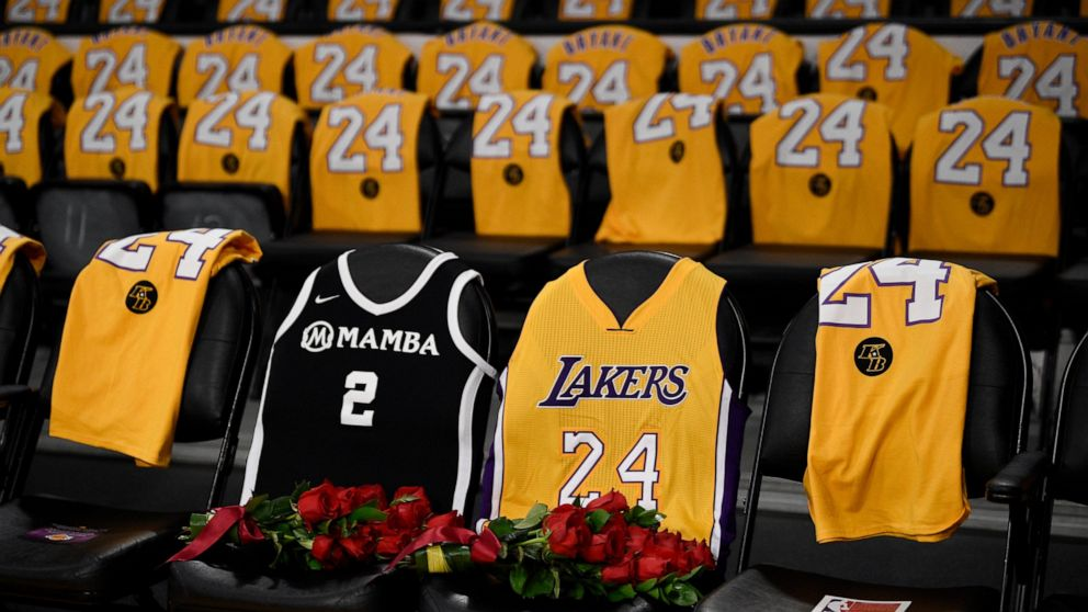 Roses For Kobe And Gianna As Lakers Return To Action Abc News