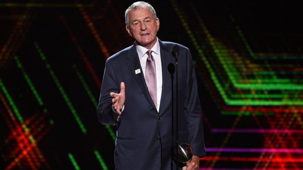 Hall of Fame-coach Jim Calhoun bestreitet sex bias Ansprüche