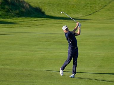 The Latest: Americans open 5-1 lead over Europe at Ryder Cup