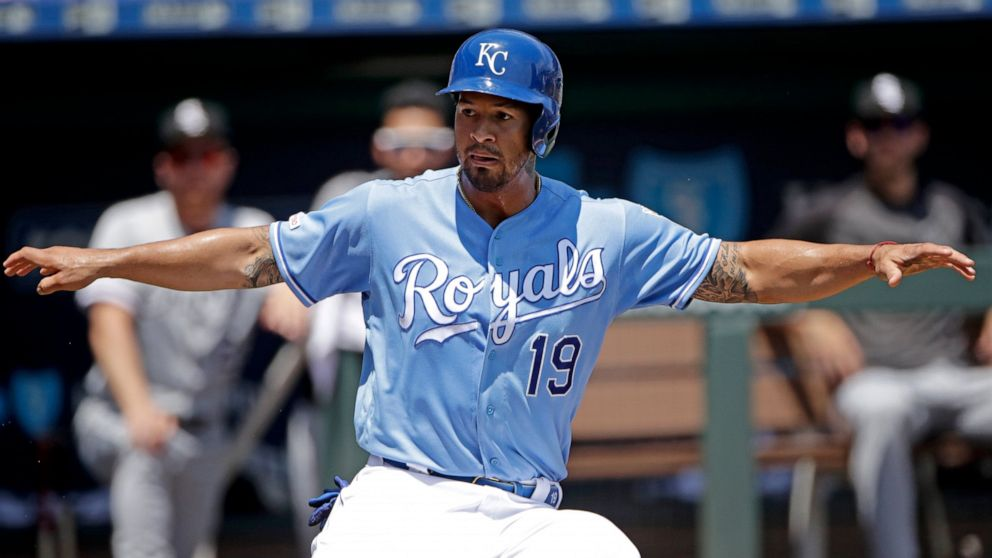 Royals hold off White Sox 6-5 to sweep 4-game series - ABC News