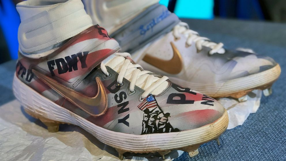 Mets' Alonso donates customized cleats