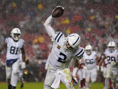 Wentz leads Colts to rain-soaked 30-18 win over 49ers