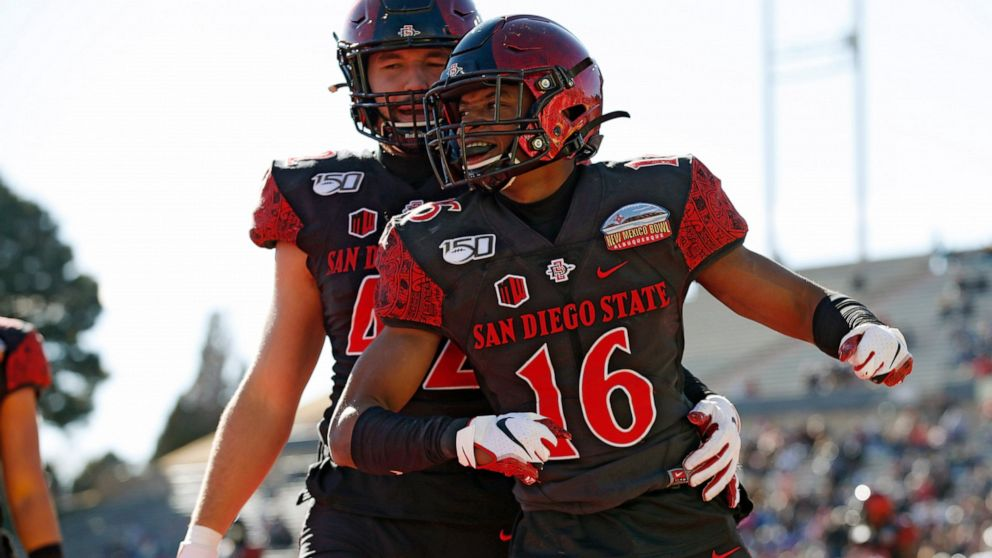 San Diego State Beats C Michigan 48 11 In New Mexico Bowl