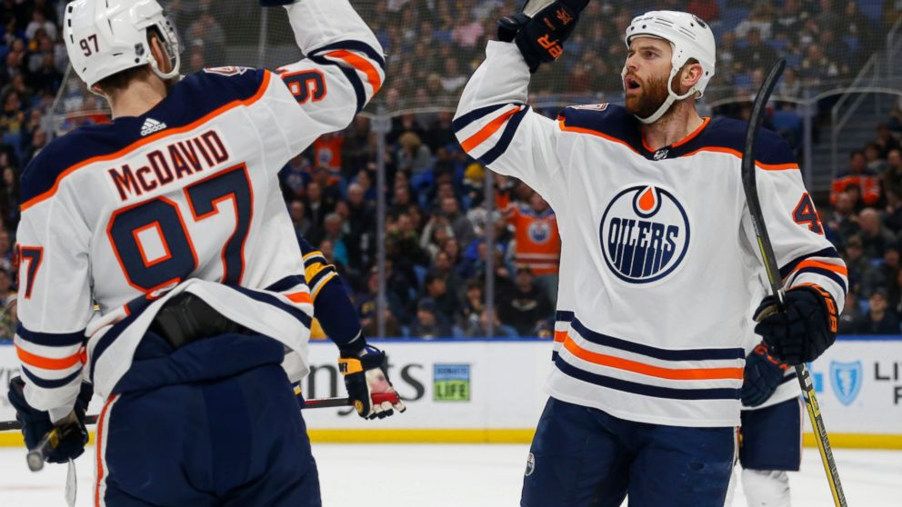 Oilers Score 3 In Second Period Rally To Beat Sabres 4 3 Abc News