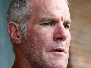 Favre repays $600K in Mississippi welfare case, auditor says