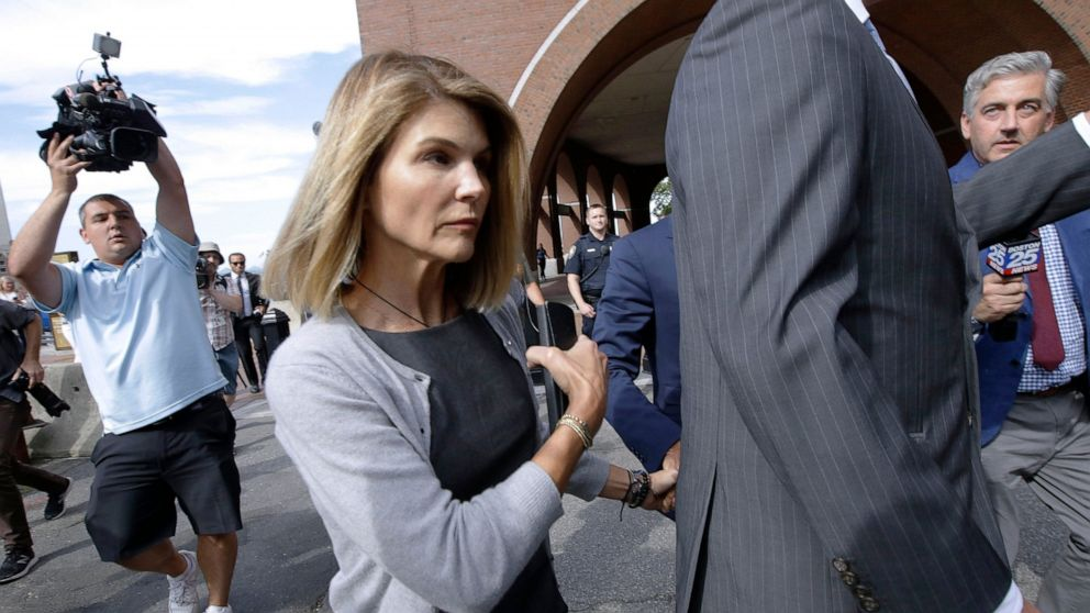 Lori Loughlin Other Parents Charged Again In College Scheme Abc News