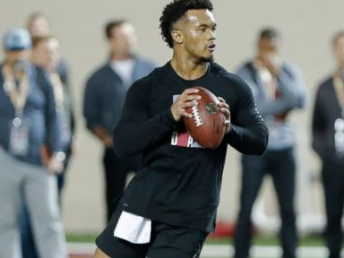 Murray doesn't run, but shines as a passer at Pro Day
