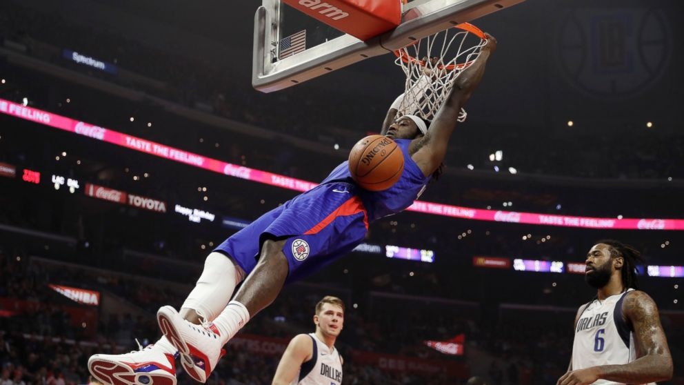 Clippers Snap 4 Game Losing Streak By Holding Off Mavericks