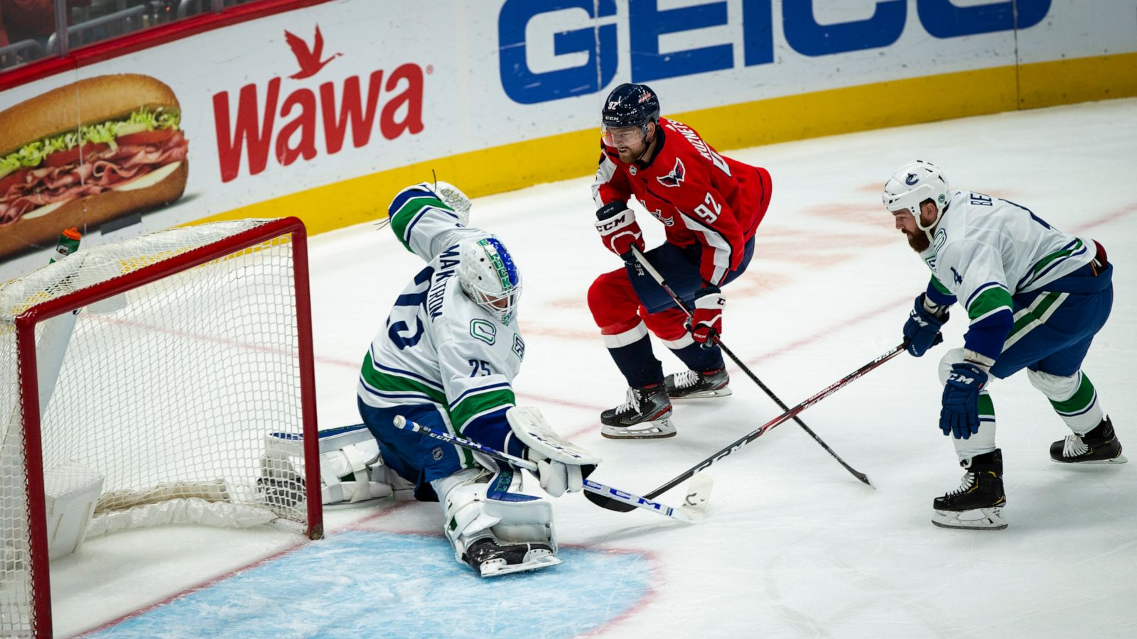 Super Markstrom Helps Canucks To Shootout Win Over Capitals Abc News