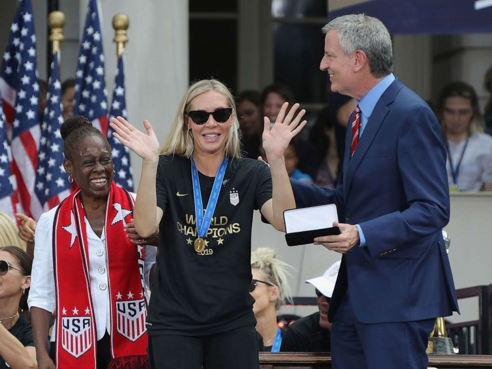 PHOTO: Allie Long of the United States Womens National Soccer Team receives the key to the city from Chirlane McCray, left, and Mayor Bill de Blasio, right, during a ceremony at City Hall on July 10, 2019 in New York City.