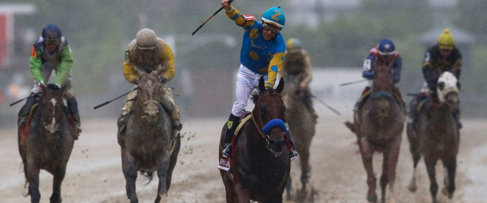 PHOTO: American Pharoah, ridden by Victor Espinoza, center, wins the 140th Preakness Stakes horse race at Pimlico Race Course, Saturday, May 16, 2015, in Baltimore.