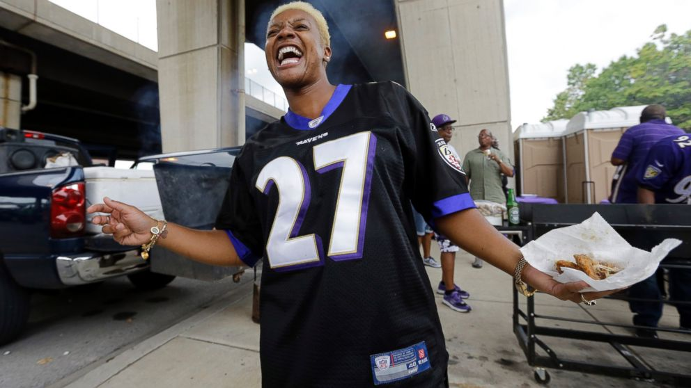 Why Some Women Are Still Wearing Ray Rice Jerseys - ABC News