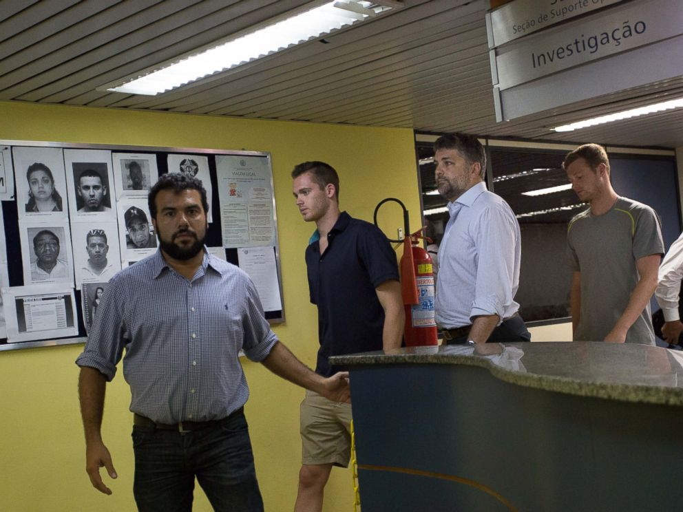 PHOTO: American Olympic swimmers Gunnar Bentz, center, and Jack Conger, right, leave the police station at Rio International airport, Aug. 18, 2016.