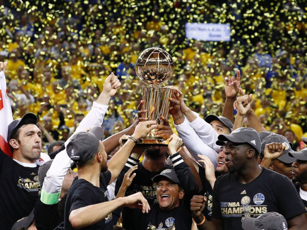 c146973c71e6 PHOTO  The Golden State Warriors celebrate with the Larry OBrien NBA  Championship Trophy after winning