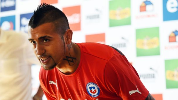 PHOTO: Chiles midfielder Arturo Vidal arrives for a press conference at Toca Da Raposa 2 in Belo Horizonte, on June 16, 2014, during the 2014 FIFA football World Cup.