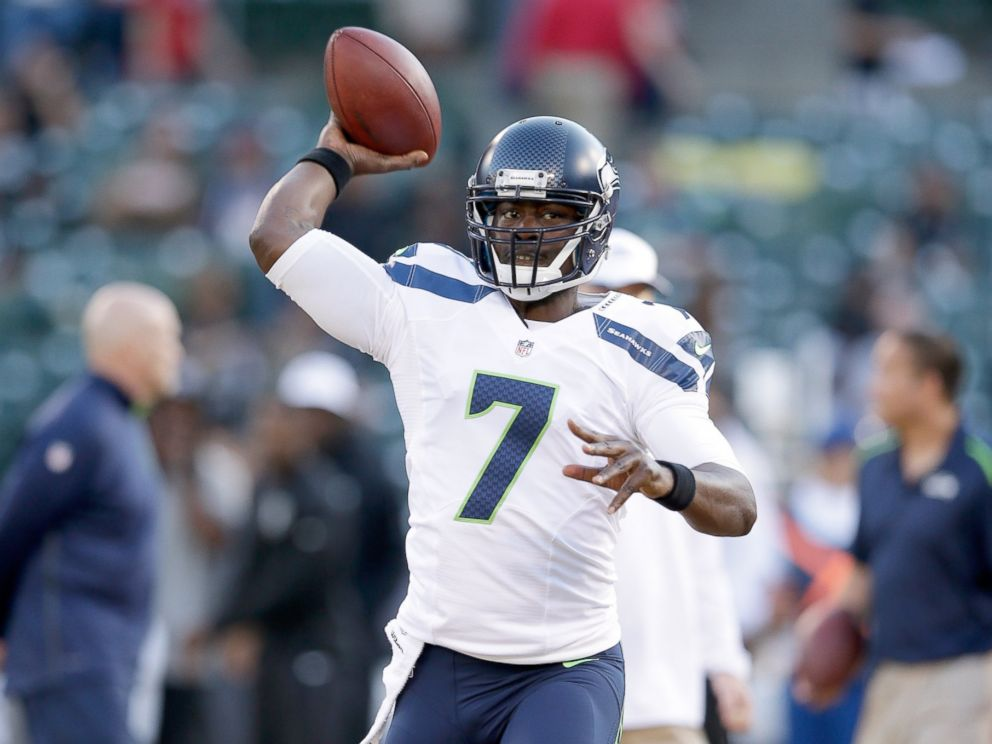 PHOTO: Quarterback Tarvaris Jacksonof the Seattle Seahawks warms up before the game against the Oakland Raiders on Aug. 28, 2014 in Oakland, Calif.
