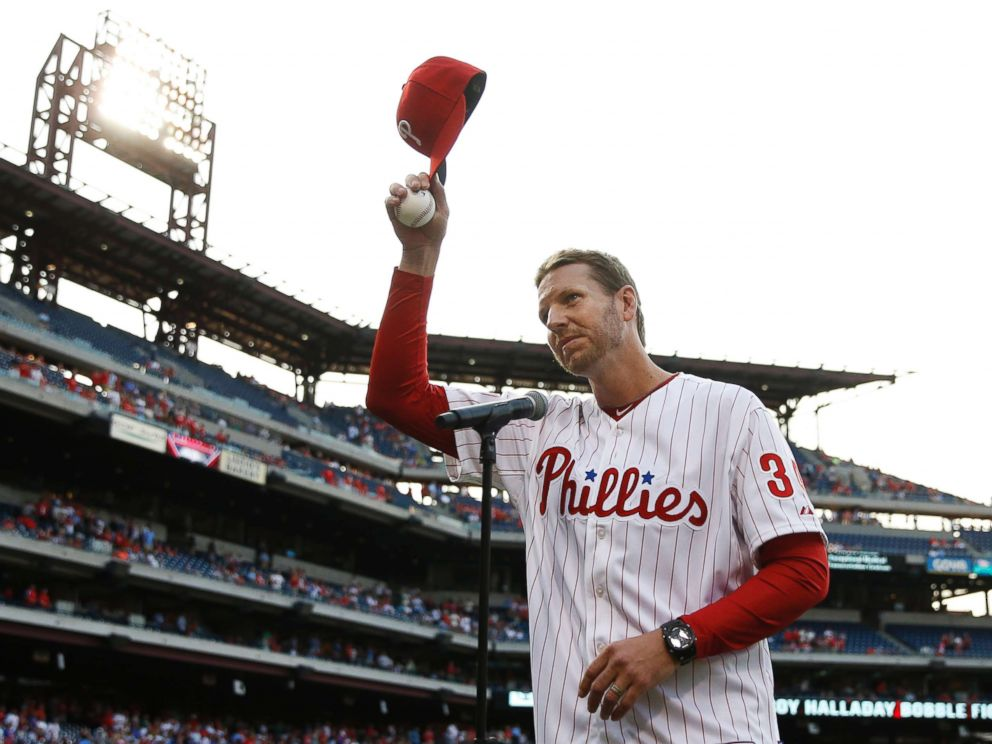 PHOTO: Former Philadelphia Phillies Roy Halladay acknowledges the crowd before a baseball game against the New York Mets,on Aug. 8, 2014. Authorities have confirmed that Halladay died in a small plane crash Nov. 7, 2017.