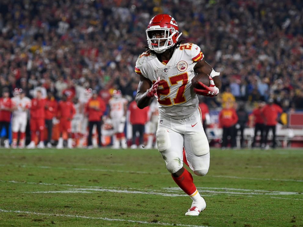 Chiefs Kareem Hunt Attacks and Kicks Woman in Hotel Hallway