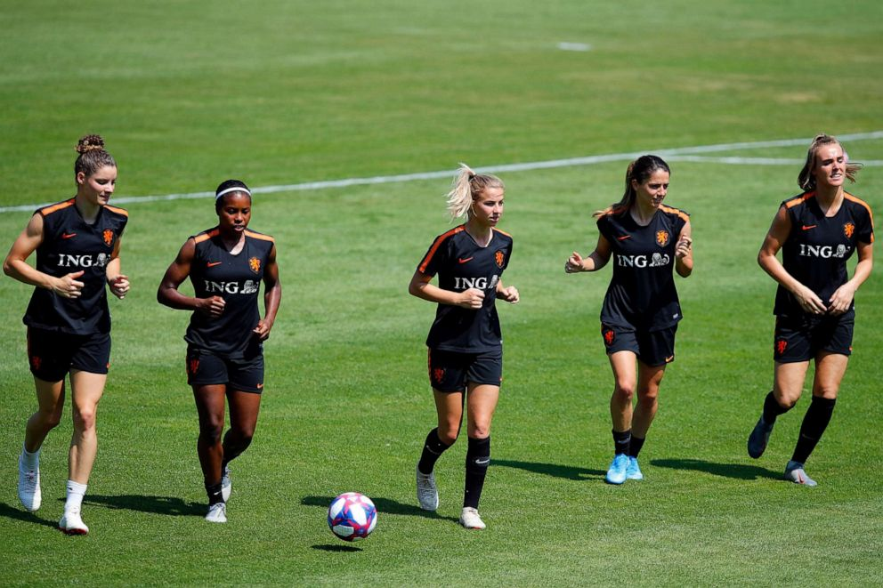 PHOTO:Netherlands Jackie Groenen, center, runs with teammates during a training session of the Netherlands Womens soccer team at the Stade du Merlo in Oullins outside Lyon, France, July 5, 2019.