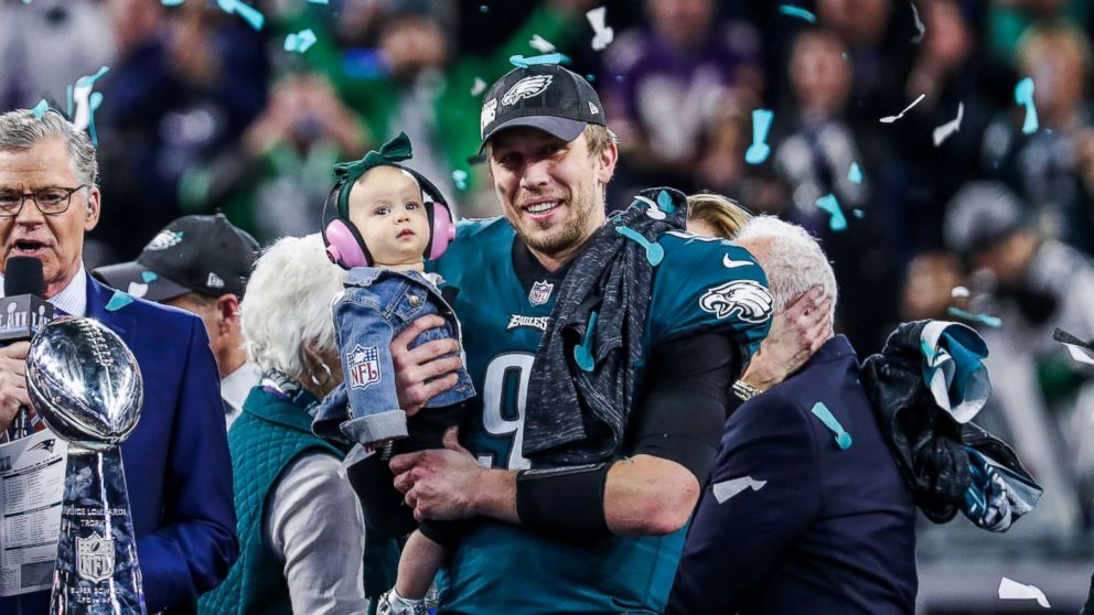Philadelphia Eagles quarterback Nick Foles ( 9) and his daughter Lily James  Foles celebrate 961081230