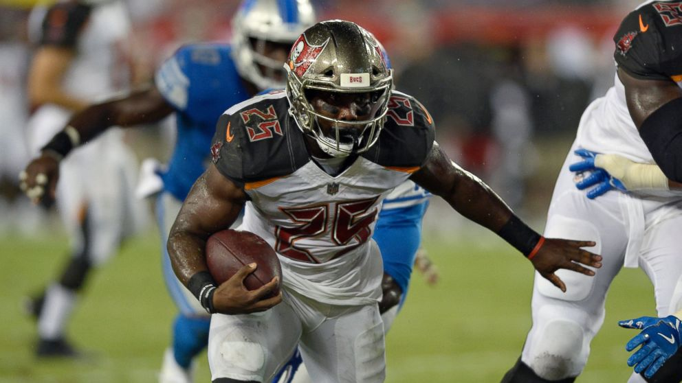 Tampa Bay Buccaneers running back Peyton Barber (25) runs 14-yards for a 9ca3d5f218