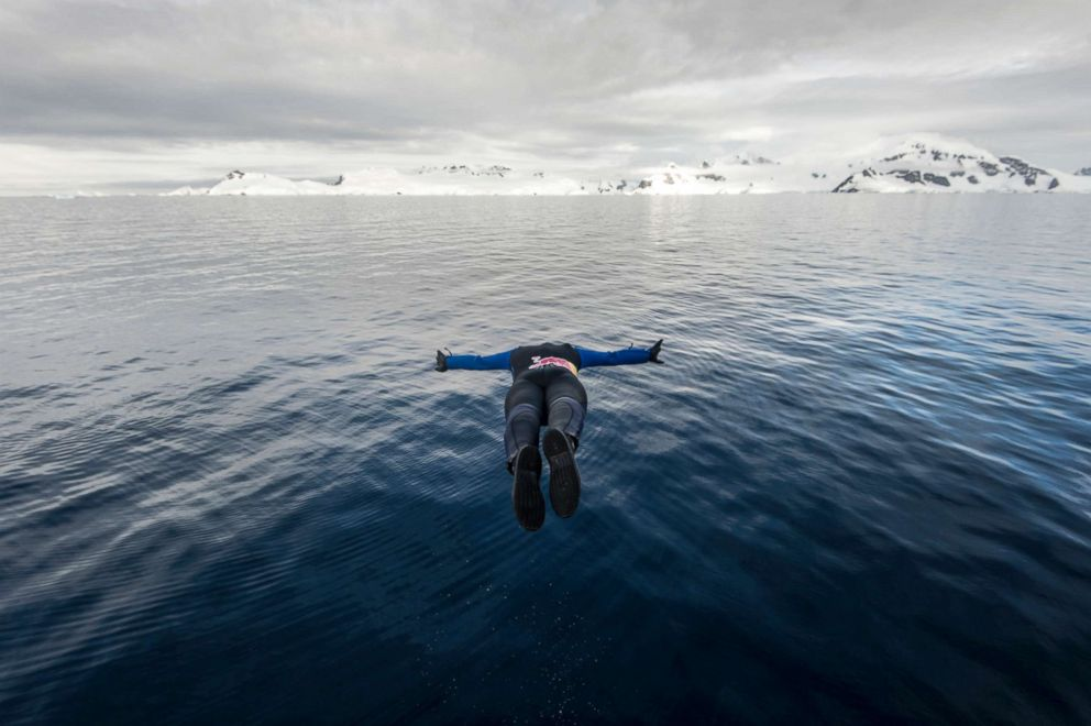 PHOTO: Orlando Duque dives during a trip to Antarctic on Jan. 22, 2018.