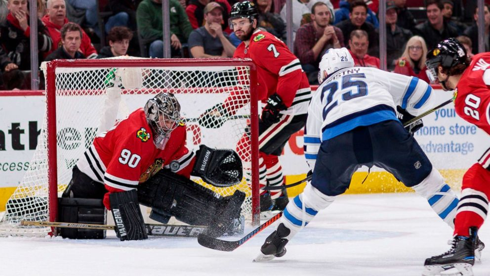 Chicago Blackhawks Emergency Goalie Jumps In For Last 14 Minutes