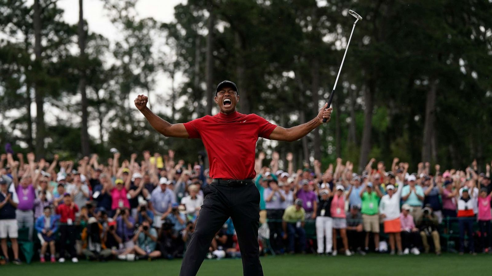 Tiger Woods Roars At The Masters Golfer Captures 5th Green Jacket 1st In 14 Years Abc News