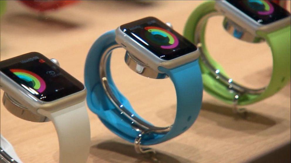 Head to Head: Apple Watch vs. Fitbit Blaze