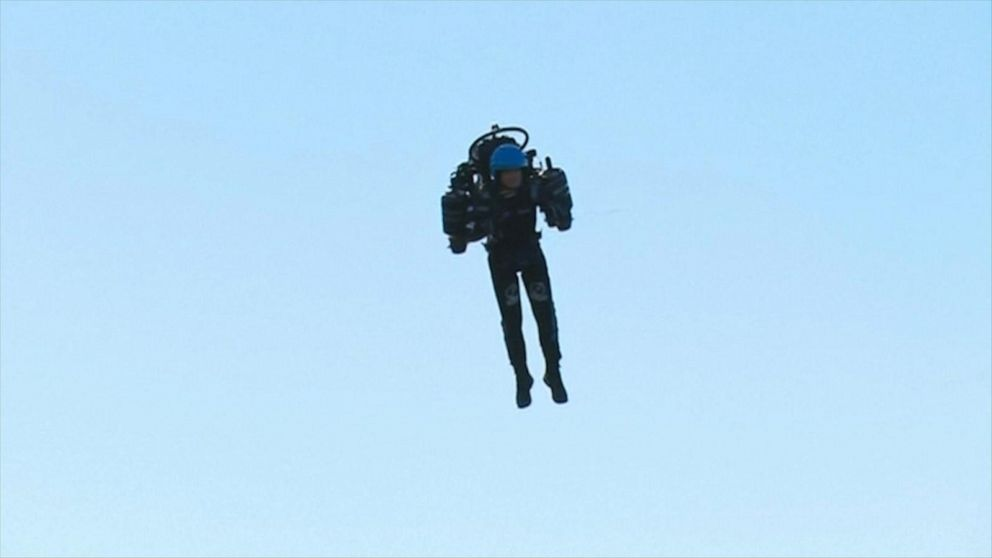 Man flies jetpack around the Sydney Opera House