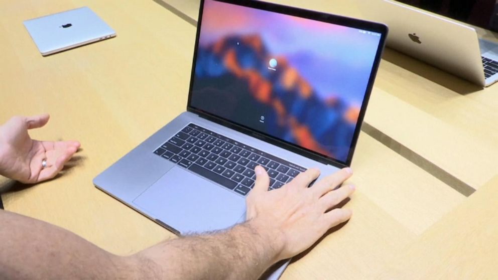 Apple unveils M1, the 1st in-house chip for Mac computers | News Break