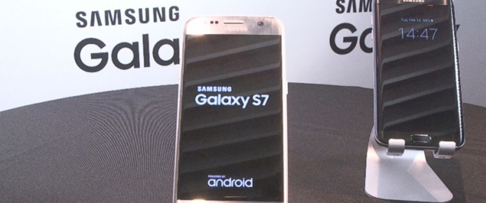 PHOTO: Samsungs new Galaxy S7 and Galaxy S7 Edge smartphones are seen in this photo.